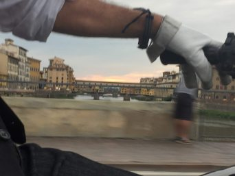 Motocarrozzetta vintage sidecar tour in florence at sunset over old bridge