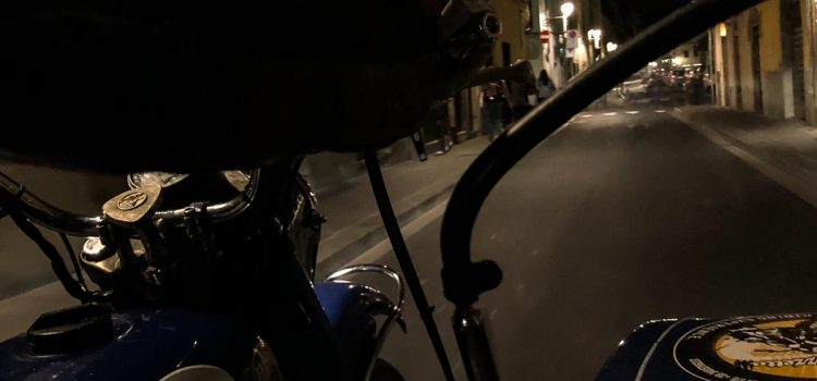 Florence by night vintage sidecar tour in Oltrarno district