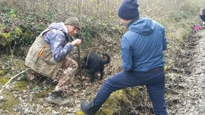 Truffle hunting experience - De Gustibus Wine and Food Tours